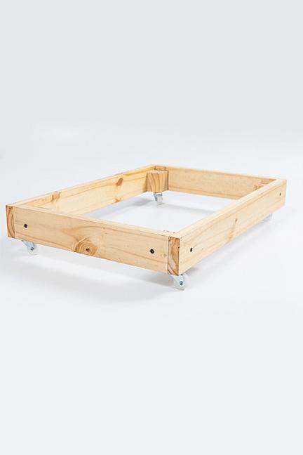 Base con ruedas y tapa de madera
